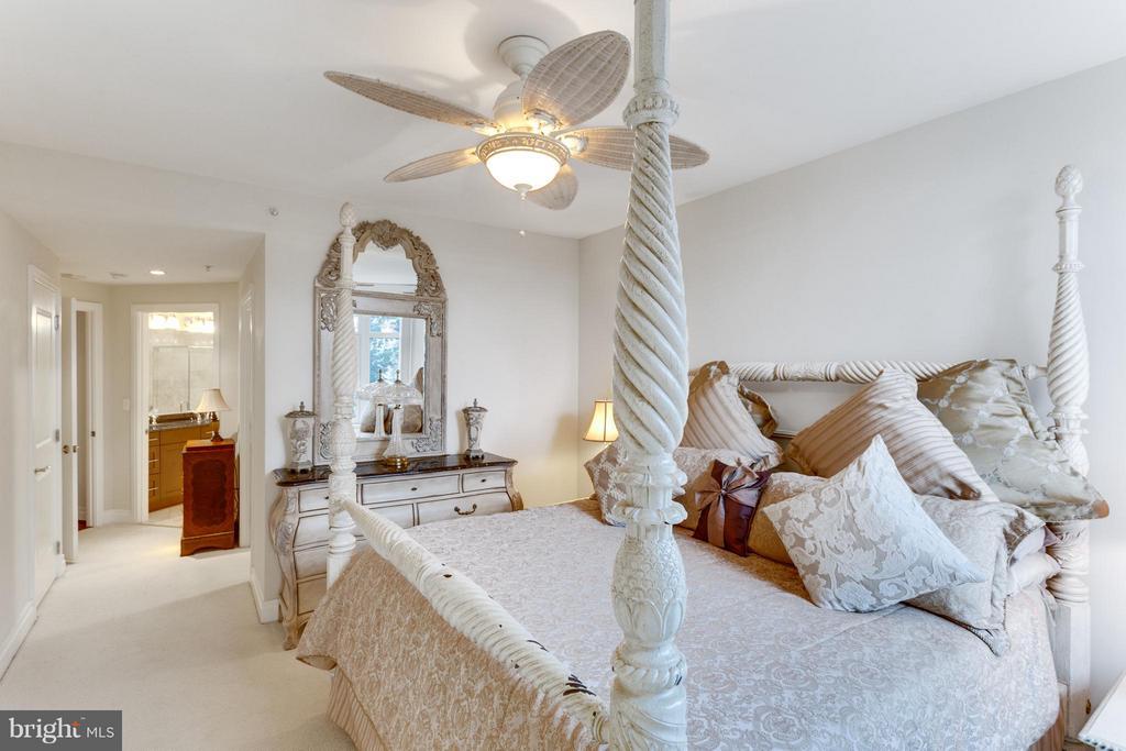 Bedroom (Master) - 8220 CRESTWOOD HEIGHTS DR #316, MCLEAN