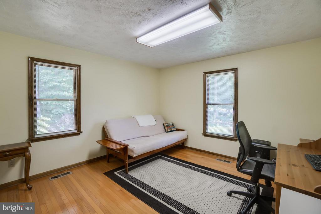 Light filled Bedroom w/ space for office - 2310 LAKEVIEW PKWY, LOCUST GROVE