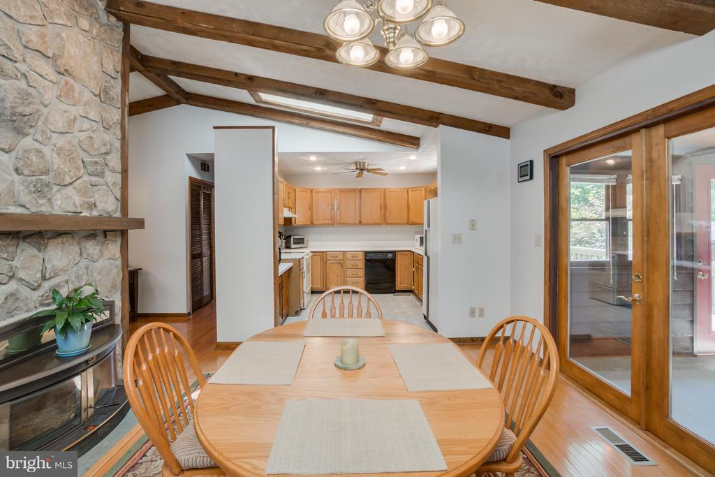 Dining area offers a wood burning fireplace - 2310 LAKEVIEW PKWY, LOCUST GROVE