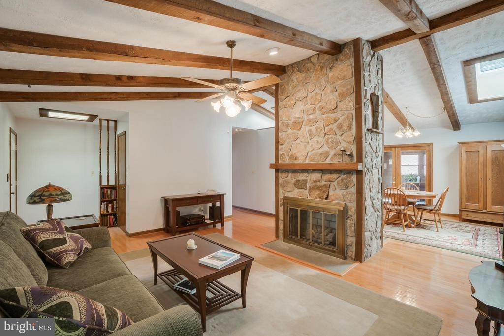 Gorgeous Family Room - 2310 LAKEVIEW PKWY, LOCUST GROVE