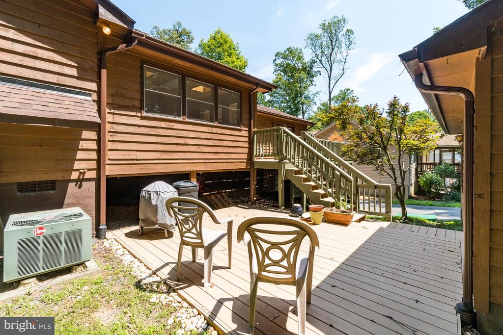 Soak up the sun and enjoy nature at it's best - 2310 LAKEVIEW PKWY, LOCUST GROVE