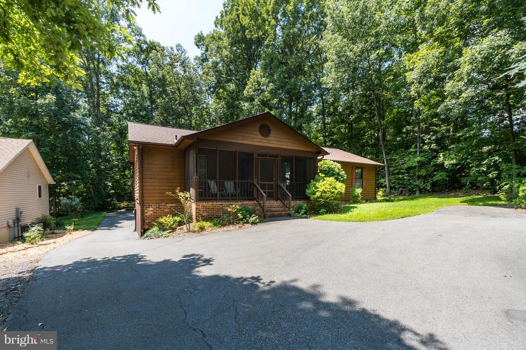 Paved, circular driveway offers adequate parking - 2310 LAKEVIEW PKWY, LOCUST GROVE