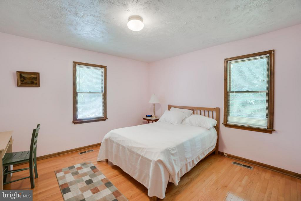 Spacious Bedroom #2, perfect for guests - 2310 LAKEVIEW PKWY, LOCUST GROVE