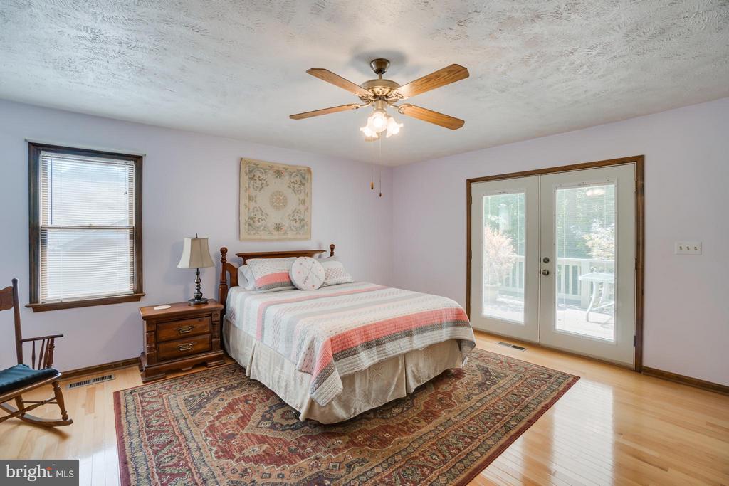 Master Bedroom Retreat - 2310 LAKEVIEW PKWY, LOCUST GROVE
