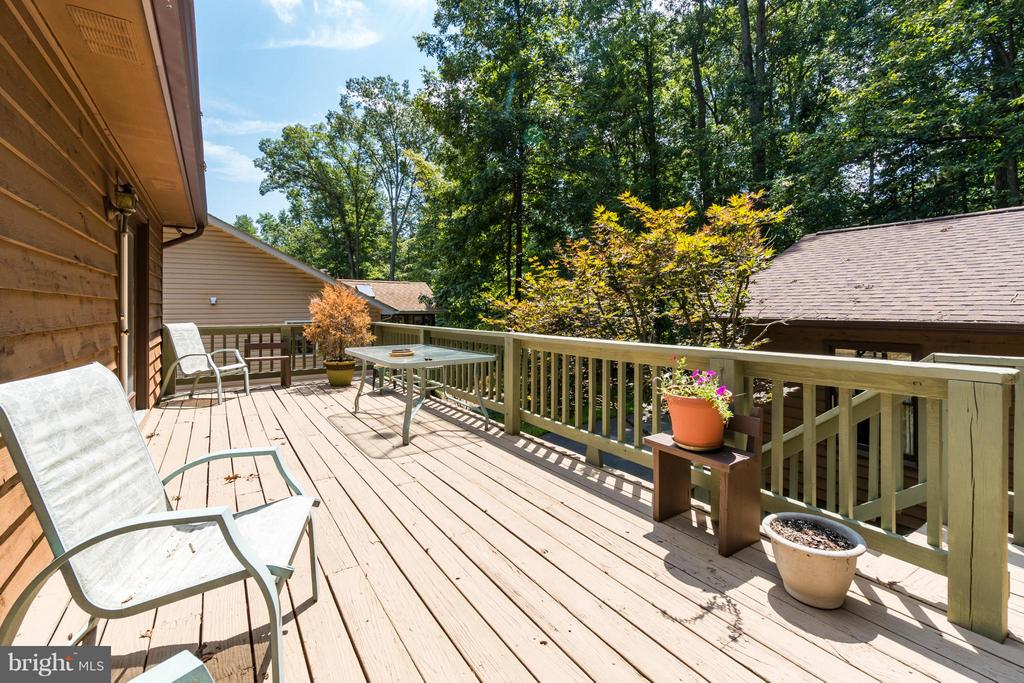 Rear deck offers privacy overlooking wooded lot - 2310 LAKEVIEW PKWY, LOCUST GROVE