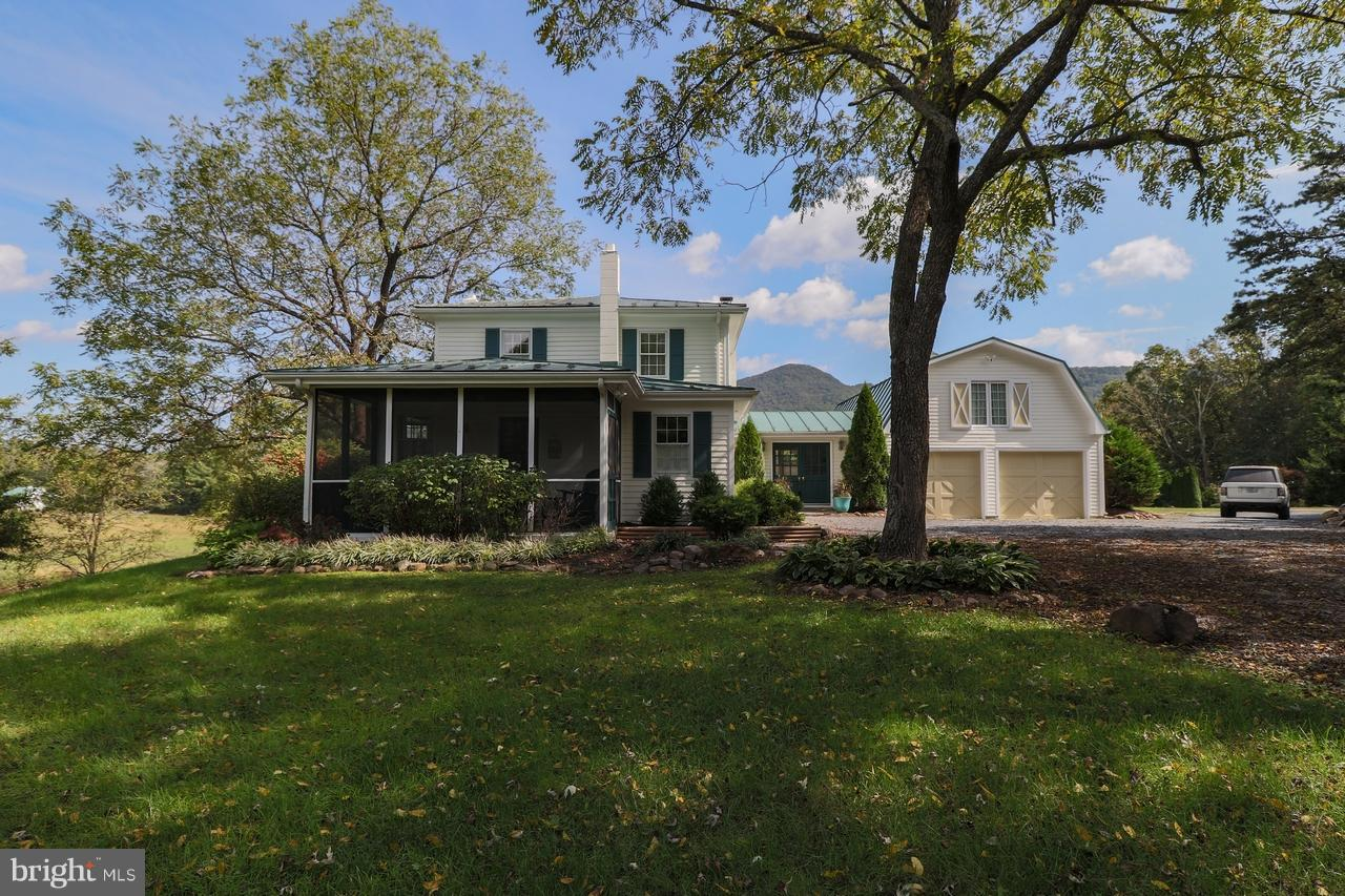 Single Family for Sale at 1140 Hickory Ln Fort Valley, Virginia 22652 United States