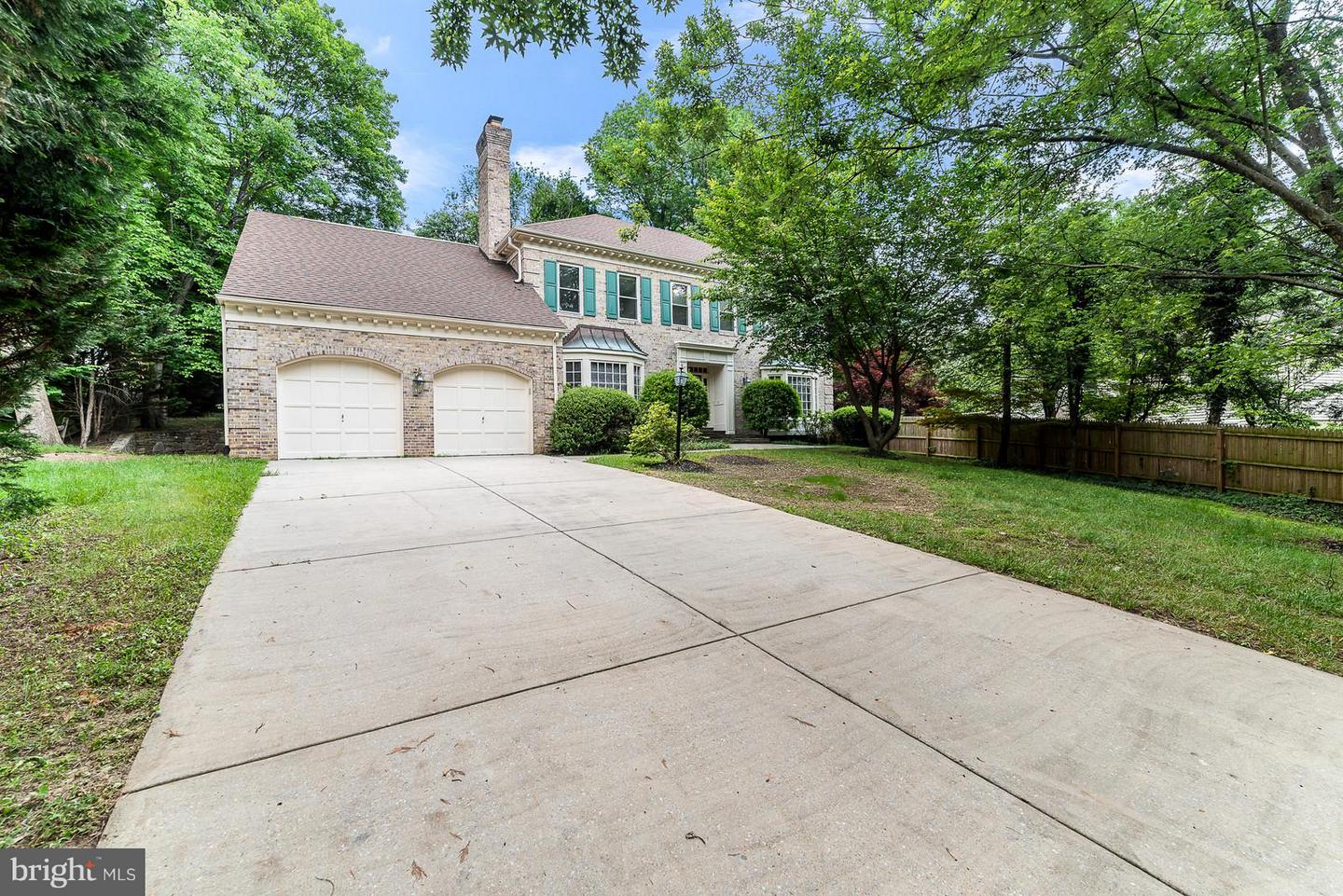 Photo of home for sale at 10505 Gainsborough Road, Potomac MD