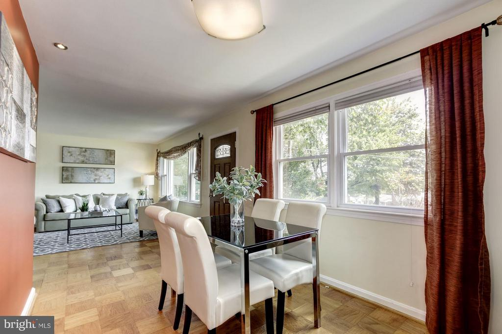 Loads of natural light - 104 MONTAGUE ST N, ARLINGTON