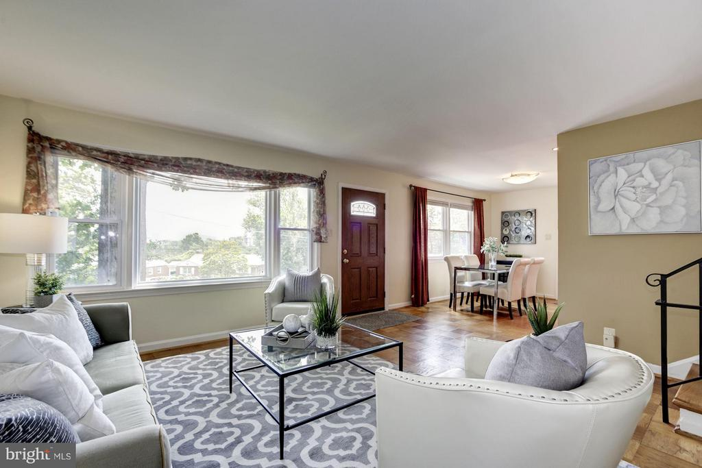 Open and Spacious - 104 MONTAGUE ST N, ARLINGTON