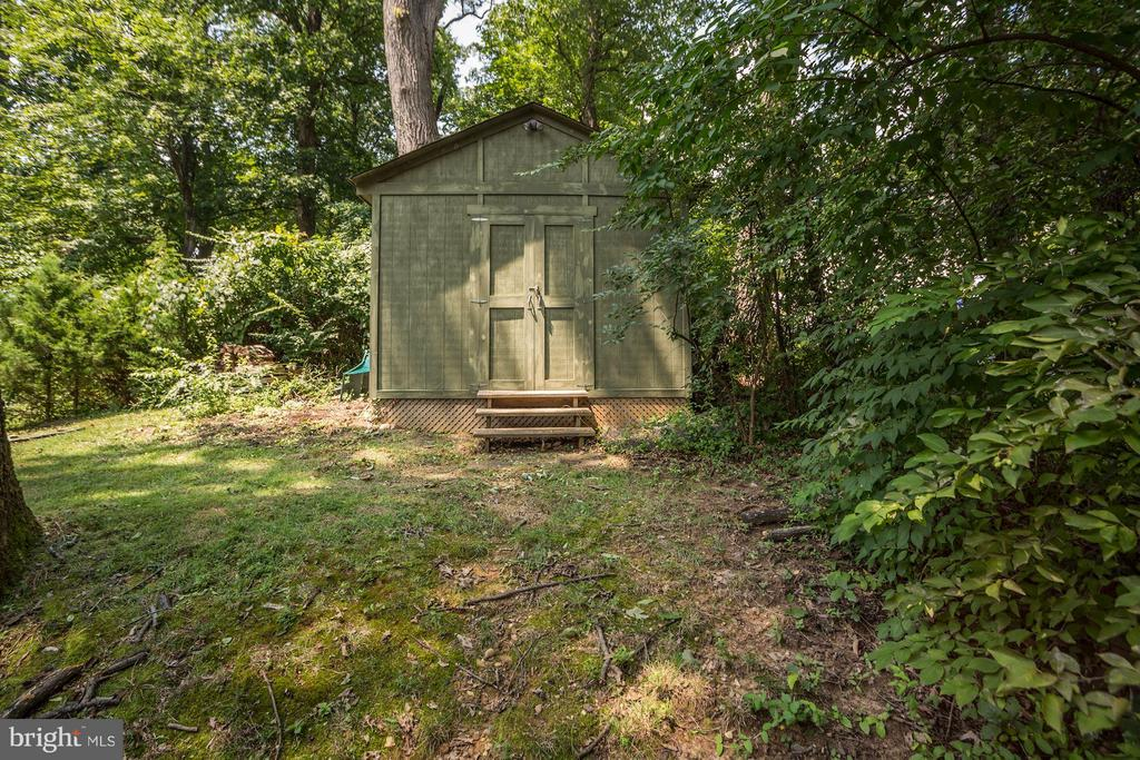 Large shed for extra storage - 104 MONTAGUE ST N, ARLINGTON