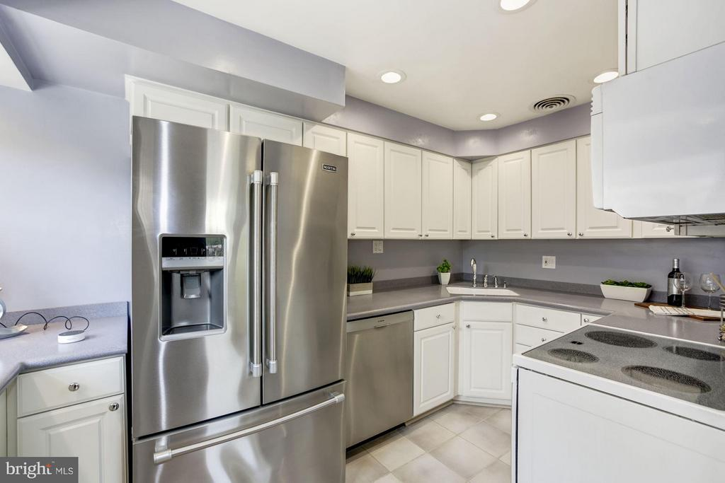 Newer stainless appliances - 104 MONTAGUE ST N, ARLINGTON