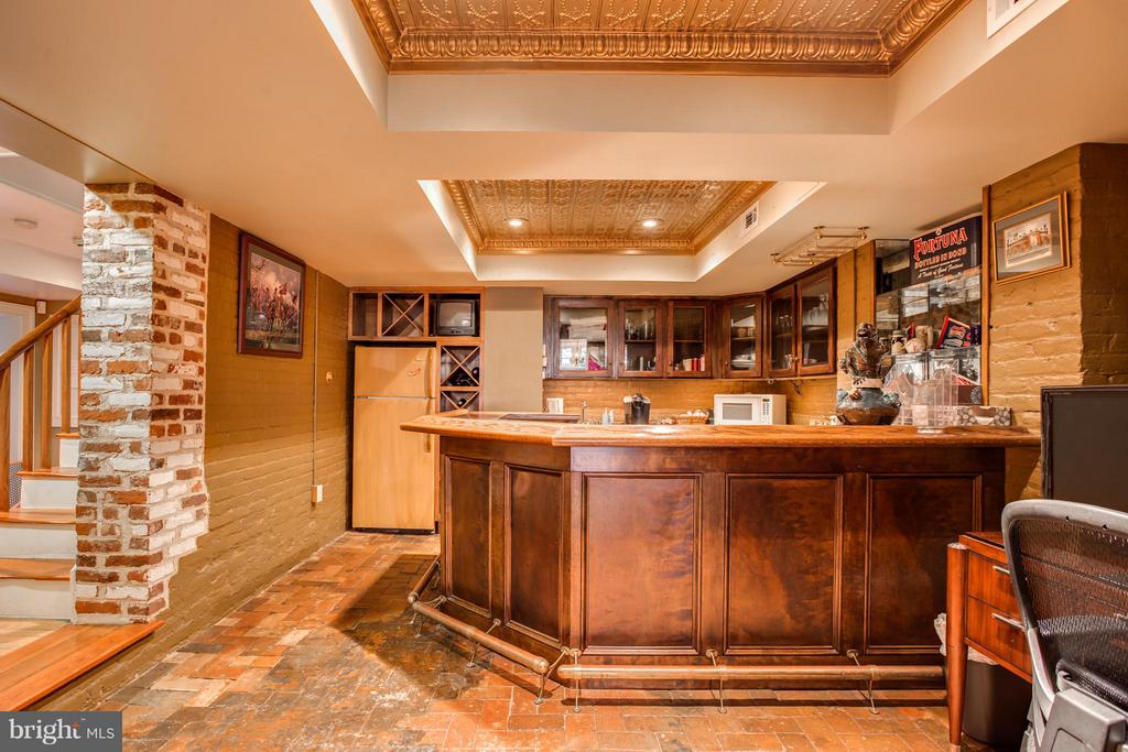 Bar/Game Area - 406 HANOVER ST, FREDERICKSBURG