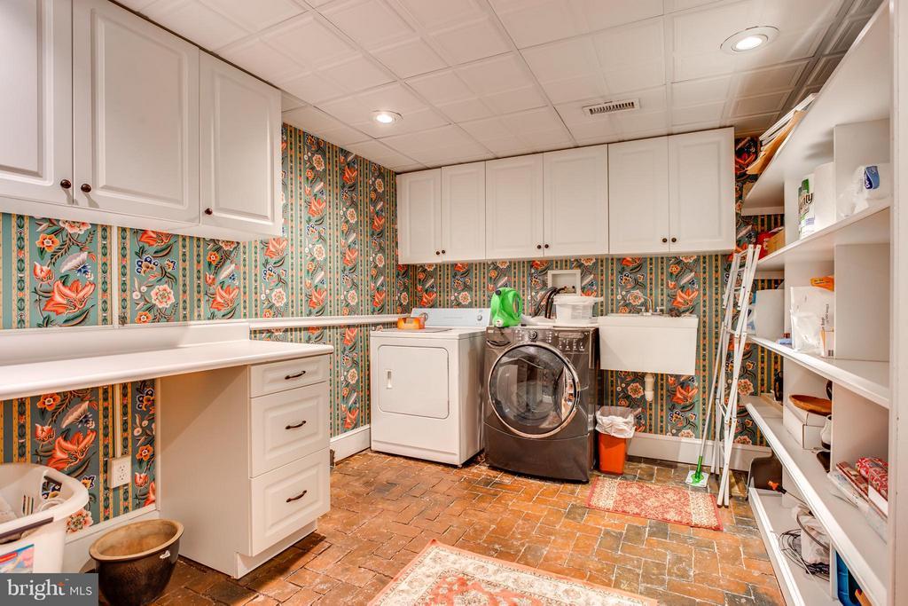 Laundry - 406 HANOVER ST, FREDERICKSBURG