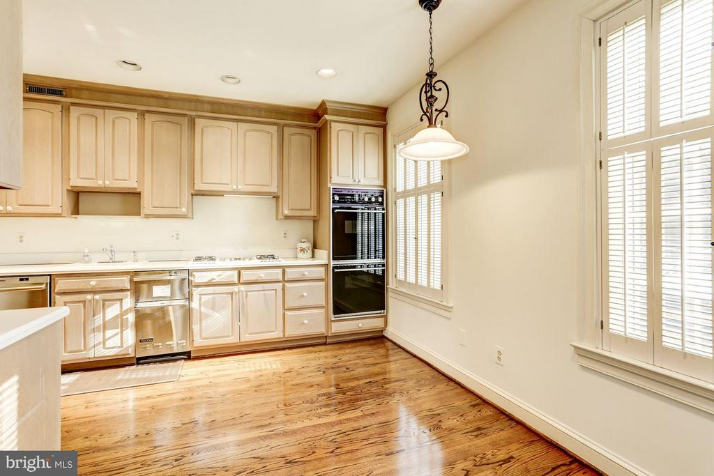 Eat in kitchen with room for large table - 3827 N. TAZEWELL ST, ARLINGTON