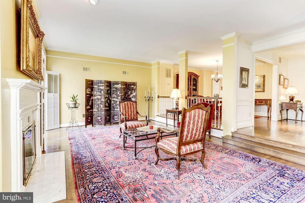 Living Room - 3827 N. TAZEWELL ST, ARLINGTON