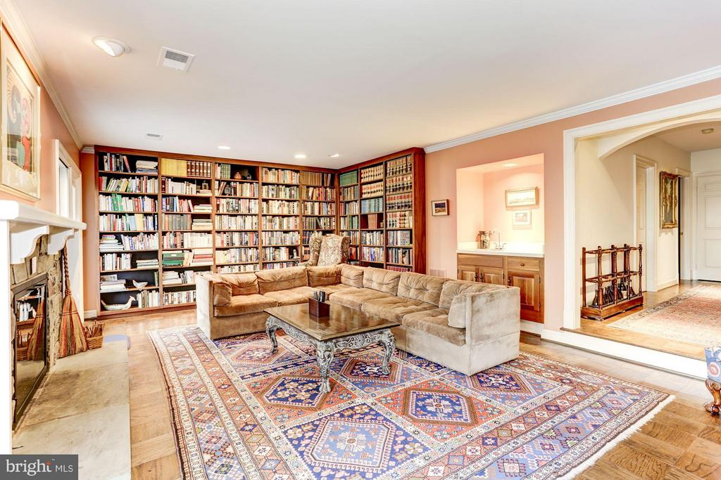 Beautiful built in book cases - 3827 N. TAZEWELL ST, ARLINGTON