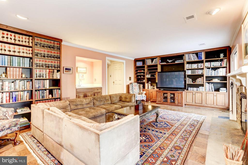 Large basement room with fireplace - 3827 N. TAZEWELL ST, ARLINGTON