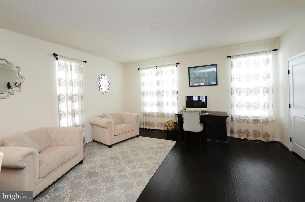 Living Room w/ Hardwood Floors - 24902 HELMS TER, ALDIE
