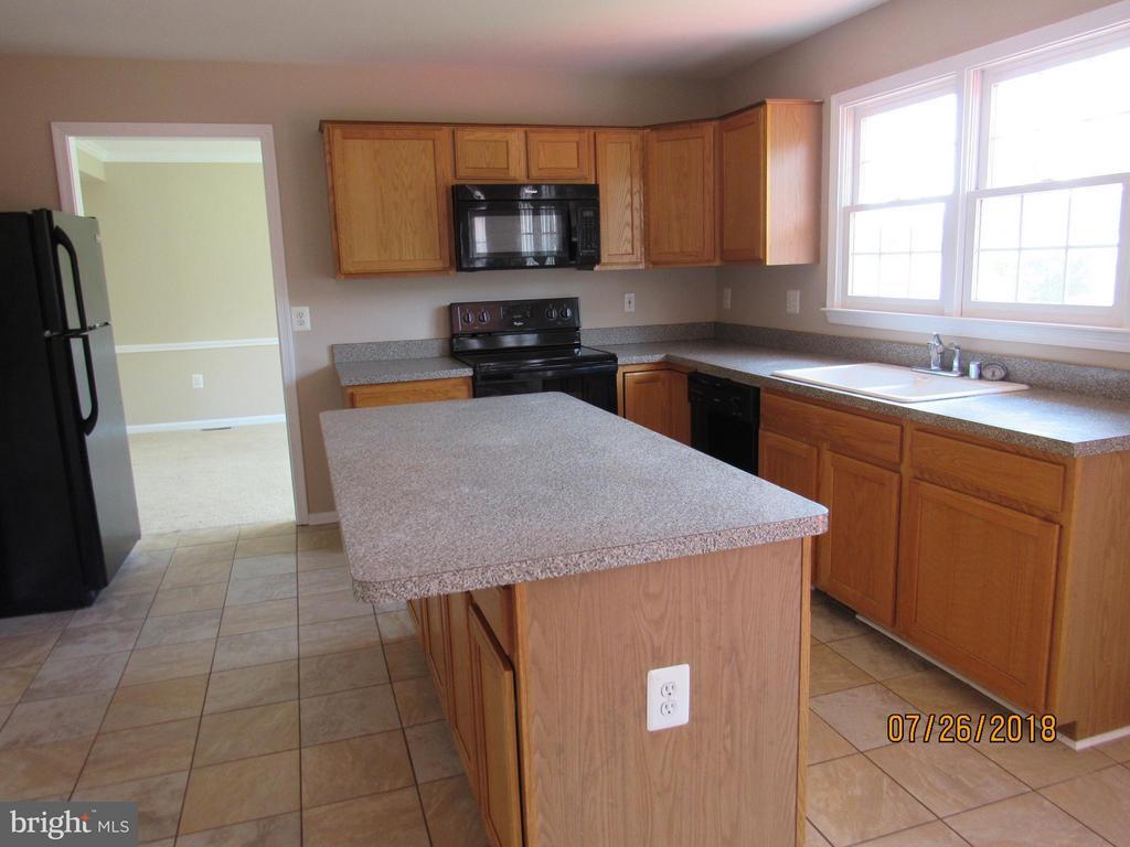 Kitchen - 18 NEVILLE CT, STAFFORD