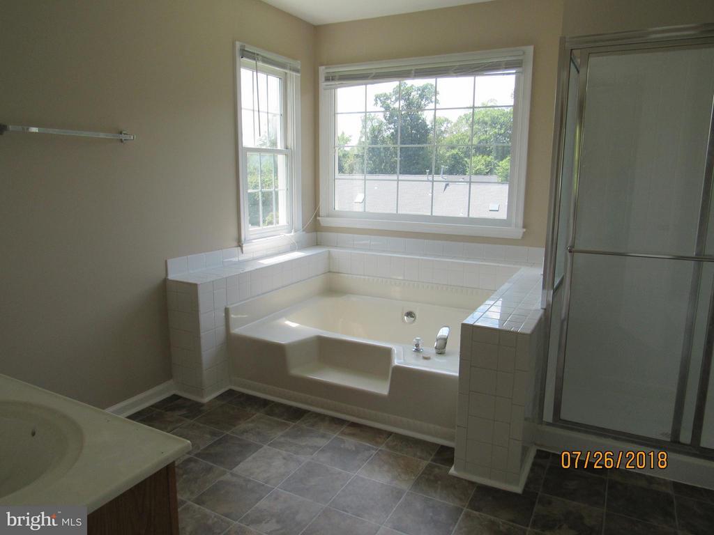 Bath (Master) - 18 NEVILLE CT, STAFFORD