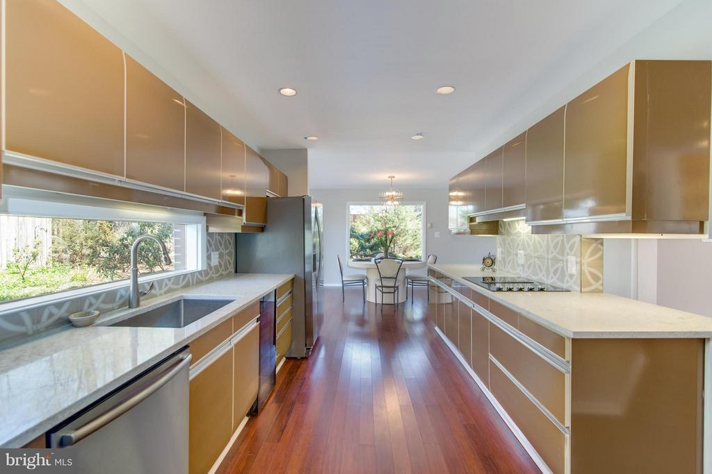 Italian Cabinets in a newly remodeled kitchen - 2003 CUTWATER CT, RESTON
