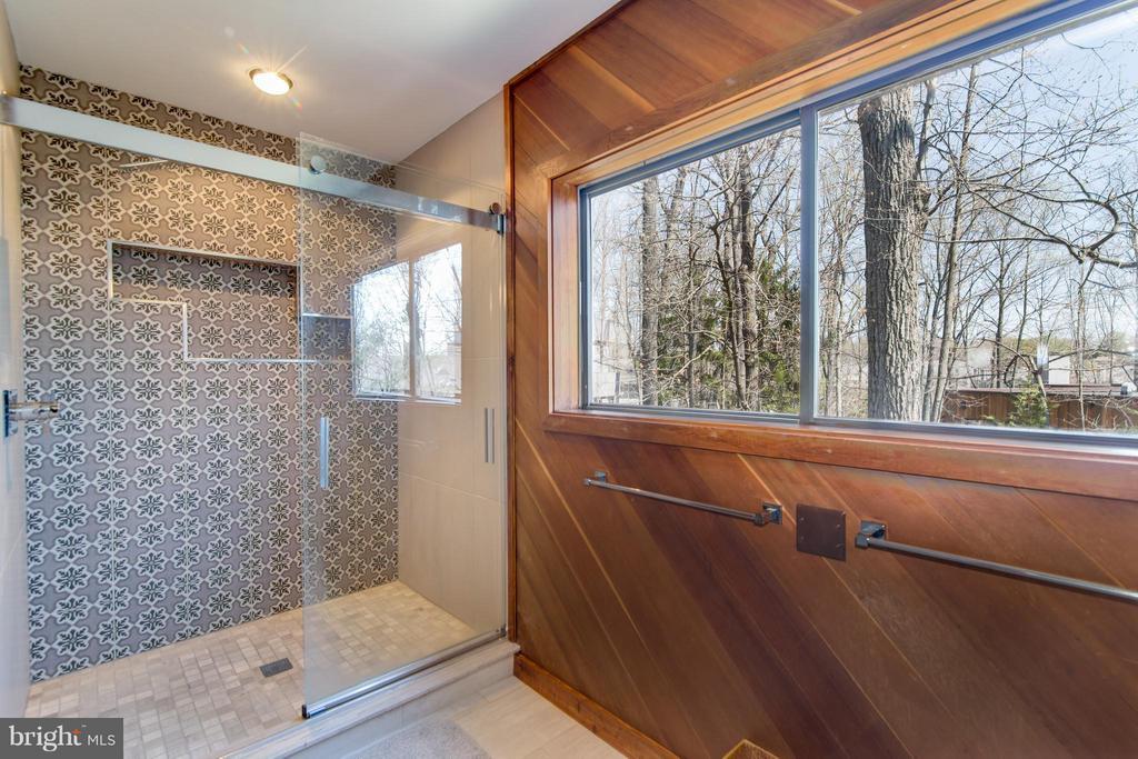 Custom shower in Master bathroom - 2003 CUTWATER CT, RESTON