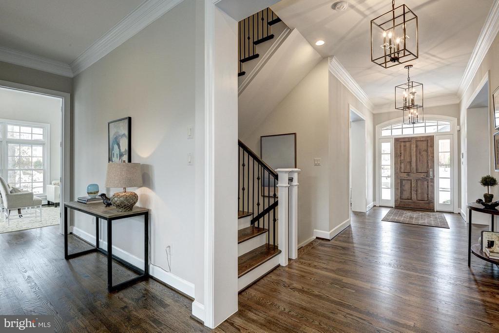 Foyer and staircase - 2550 VALE RIDGE CT, OAKTON
