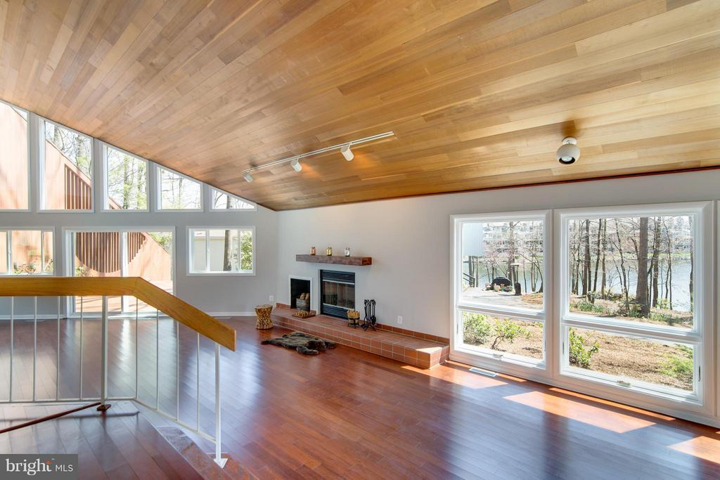 Living room is so open with wood ceiling! - 2003 CUTWATER CT, RESTON