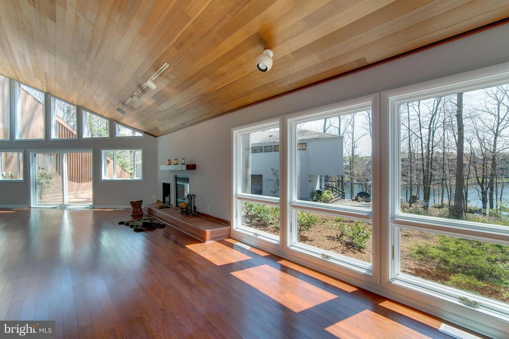 Great views of the lake with lake access! - 2003 CUTWATER CT, RESTON