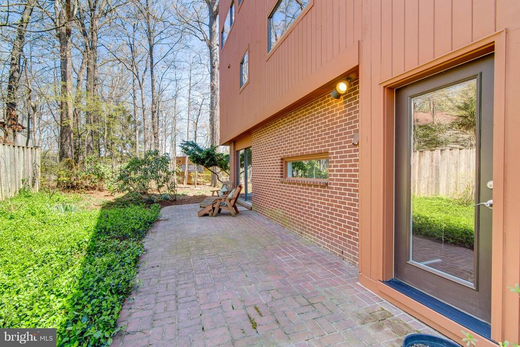 Patio leads to mudd room! - 2003 CUTWATER CT, RESTON