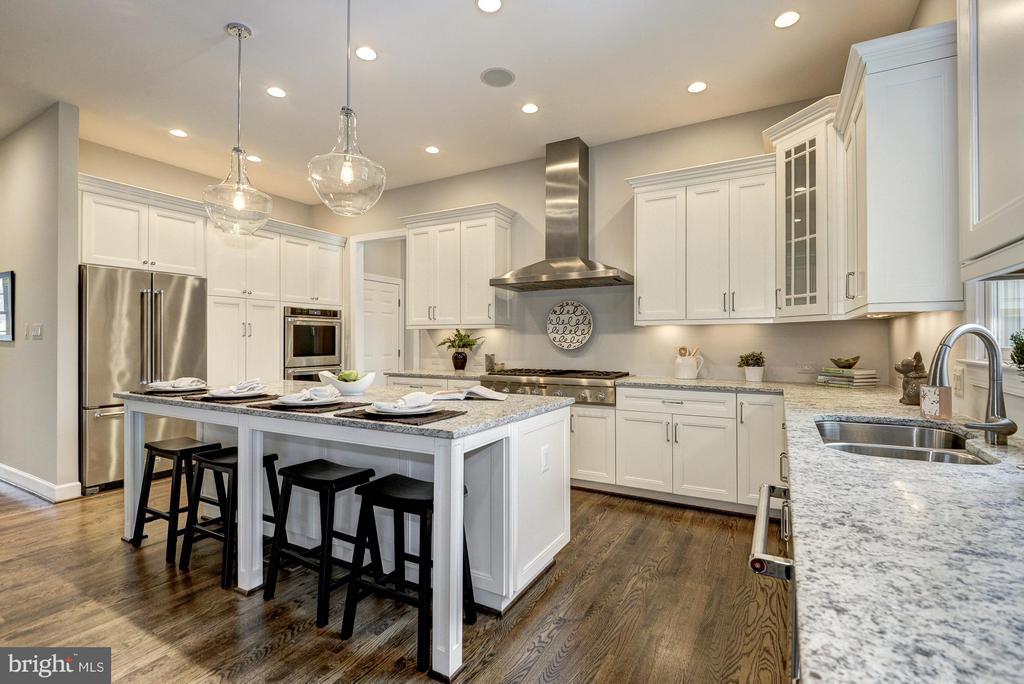 Kitchen - 2550 VALE RIDGE CT, OAKTON