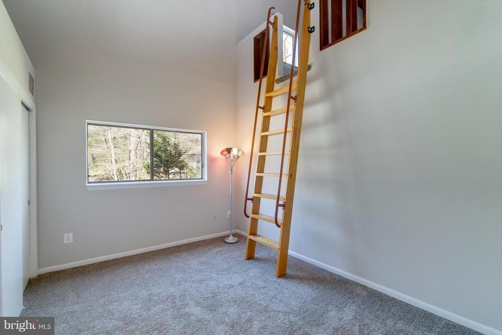 Bedroom number 3 has a huge loft - 2003 CUTWATER CT, RESTON