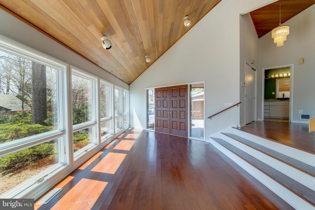 Sun soaked home!! - 2003 CUTWATER CT, RESTON