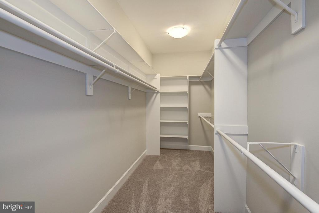 Walk-in closet - 2550 VALE RIDGE CT, OAKTON