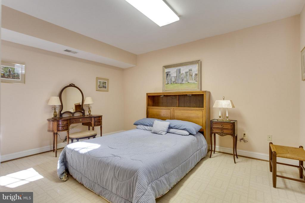 Bedroom - 19511 BARNWOOD CT, LEESBURG