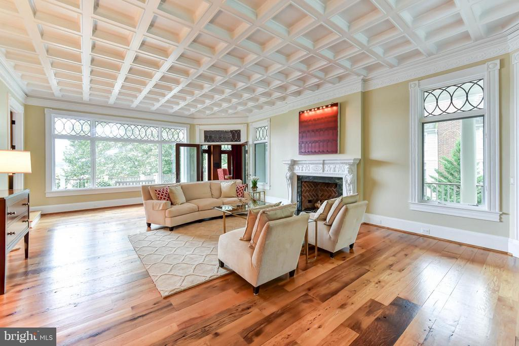 Exquisite architectural details throughout - 7615 SOUTHDOWN RD, ALEXANDRIA