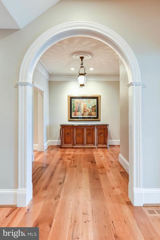 Reclaimed random width pine flooring - 7615 SOUTHDOWN RD, ALEXANDRIA