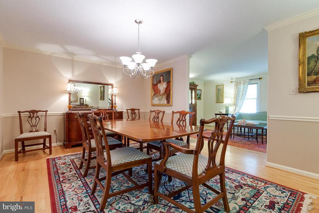Spacious formal dining room off kitchen - 12103 METCALF CIR, FAIRFAX