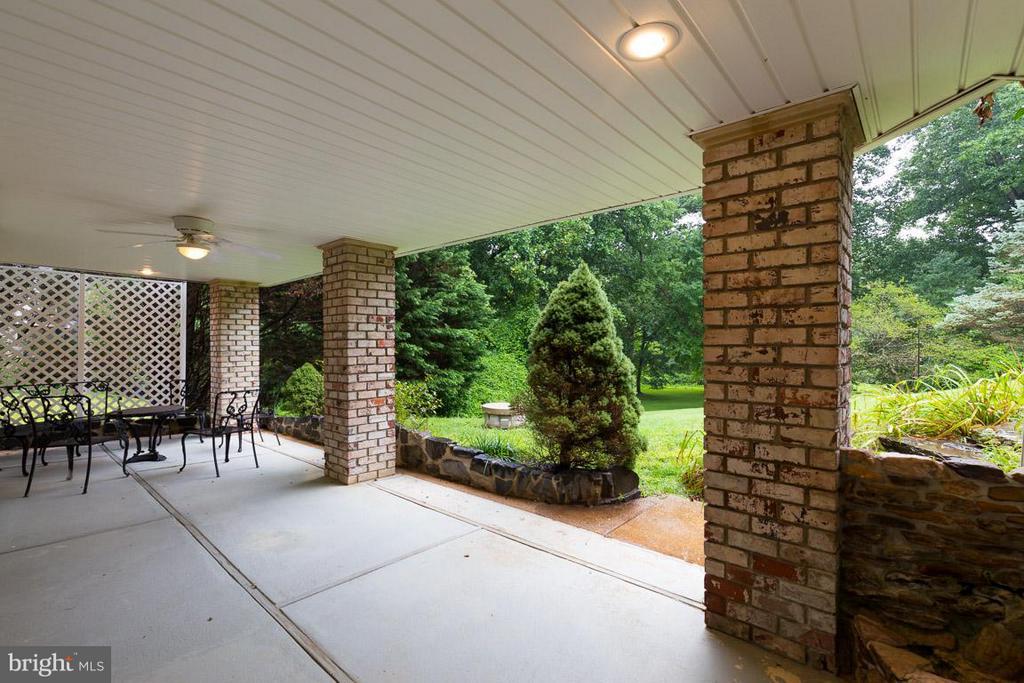 Rear patio off walk-out basement doors - 12103 METCALF CIR, FAIRFAX