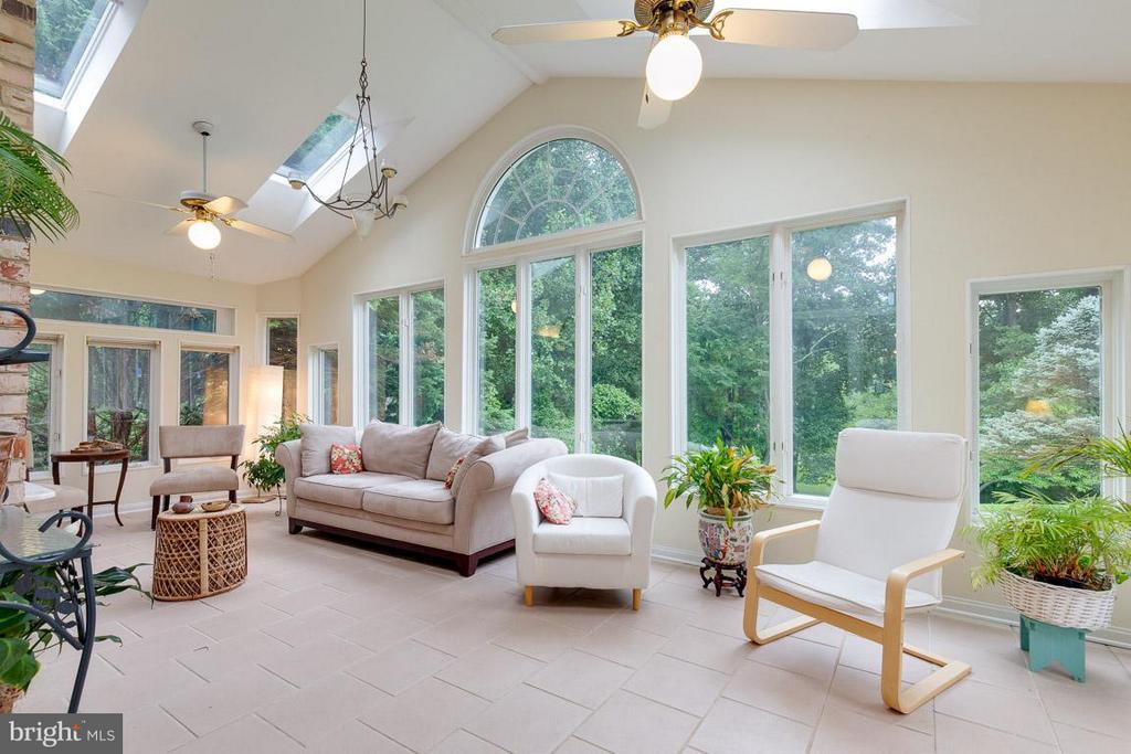 All season sun room with green space views - 12103 METCALF CIR, FAIRFAX