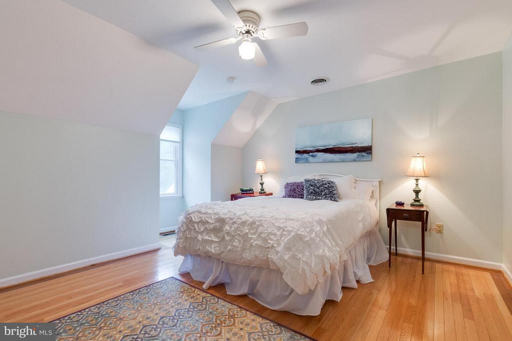 Bedroom 2 upper level with custom hardwood floors. - 12103 METCALF CIR, FAIRFAX