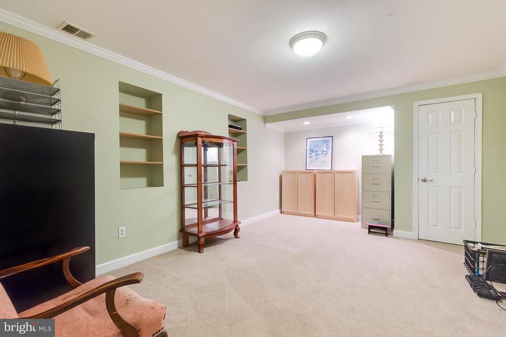 Lower level den, perfect for office. - 12103 METCALF CIR, FAIRFAX