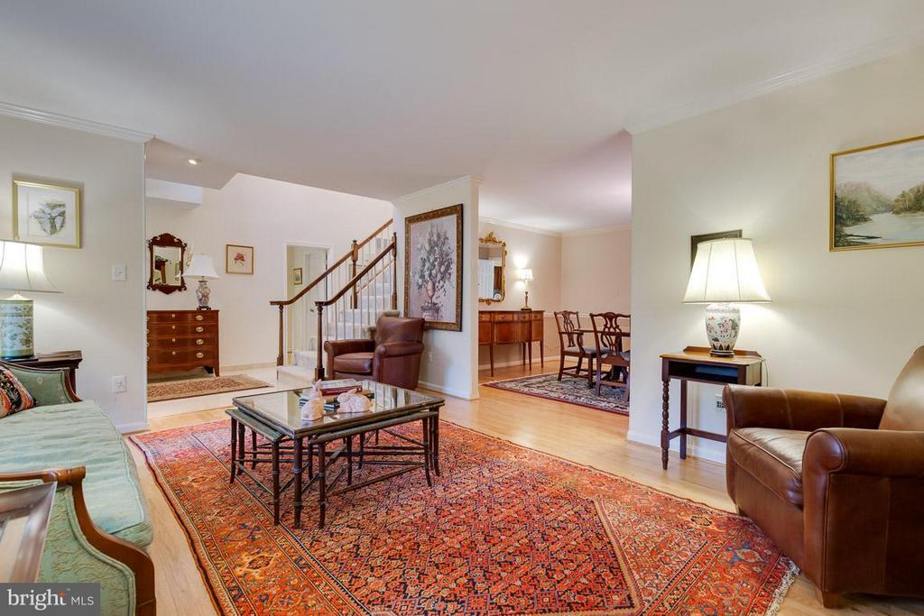 Wonderful flowing floor plan throughout home - 12103 METCALF CIR, FAIRFAX