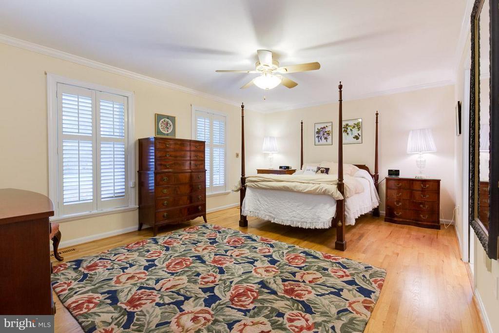 Main level master bedroom; plantation shutters - 12103 METCALF CIR, FAIRFAX