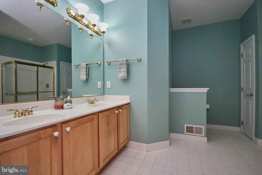 Two-Sink Vanity - 13392 FIELDSTONE WAY, GAINESVILLE