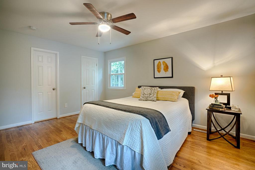 this master bedroom could be yours... - 4407 HILLYER ST, FAIRFAX