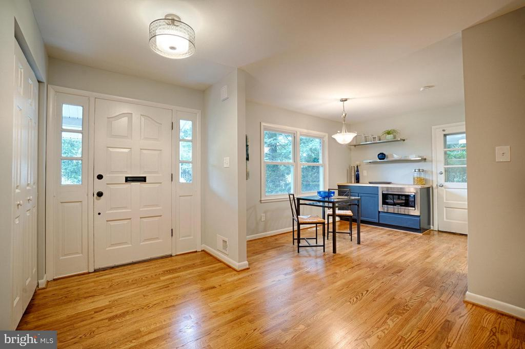 Step in and take a look around! - 4407 HILLYER ST, FAIRFAX