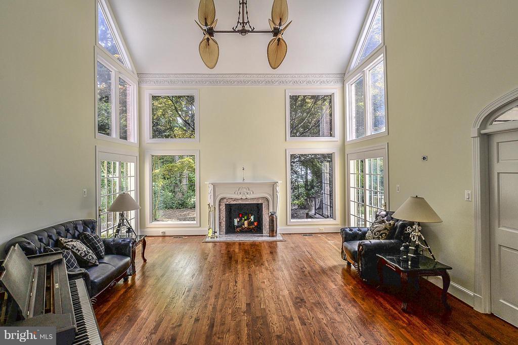 Living Room - 7310 LINGANORE CT, MCLEAN