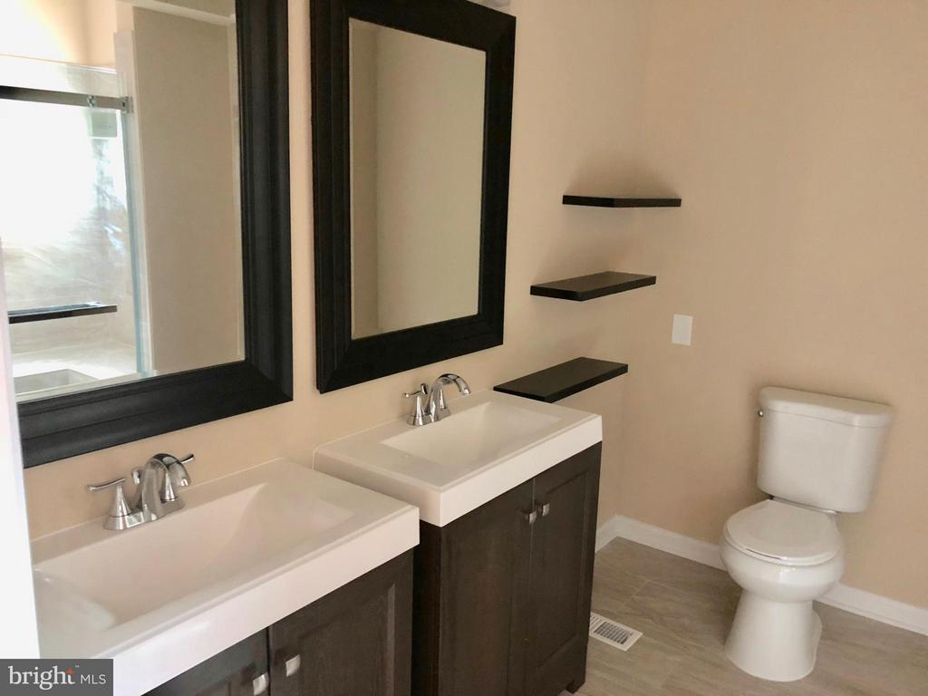 Bath (Master) (Main Level) - 3 GOVERNORS DR SW, LEESBURG
