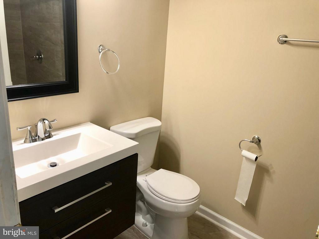 Bath (Main Level) - 3 GOVERNORS DR SW, LEESBURG
